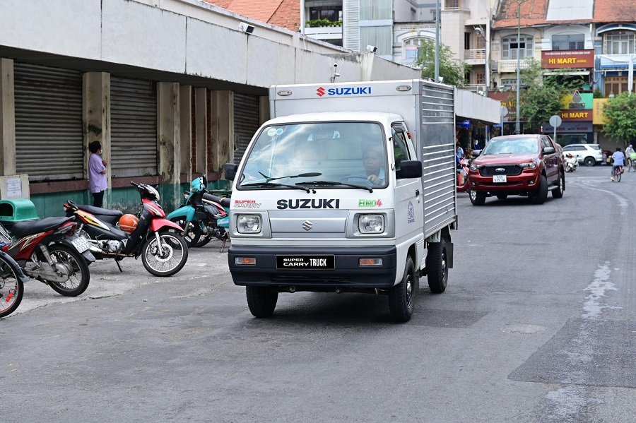 xe-tai-nho-suzuki-truck-chinh-phuc-khach-hang-2_1